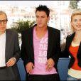 "Woody Allen, Jonathan Rhys Meyers et Scarlett Johansson au photocall du film ""Match Point"" au Festival de Cannes le 12 mai 2005"