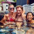 Yaël Abrot immortalise Johnny et Laeticia Hallyday avec leurs filles dans leur piscine de Saint-Barthélemy, le 23 août 2017.
