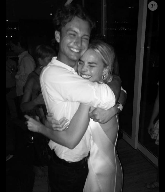 """Margot Robbie avec son frère Cameron célébrant sa nomination à l'Oscar de la meilleure actrice pour sa performance dans """"Moi Tonya"""", photo publiée le 23 janvier 2018"""