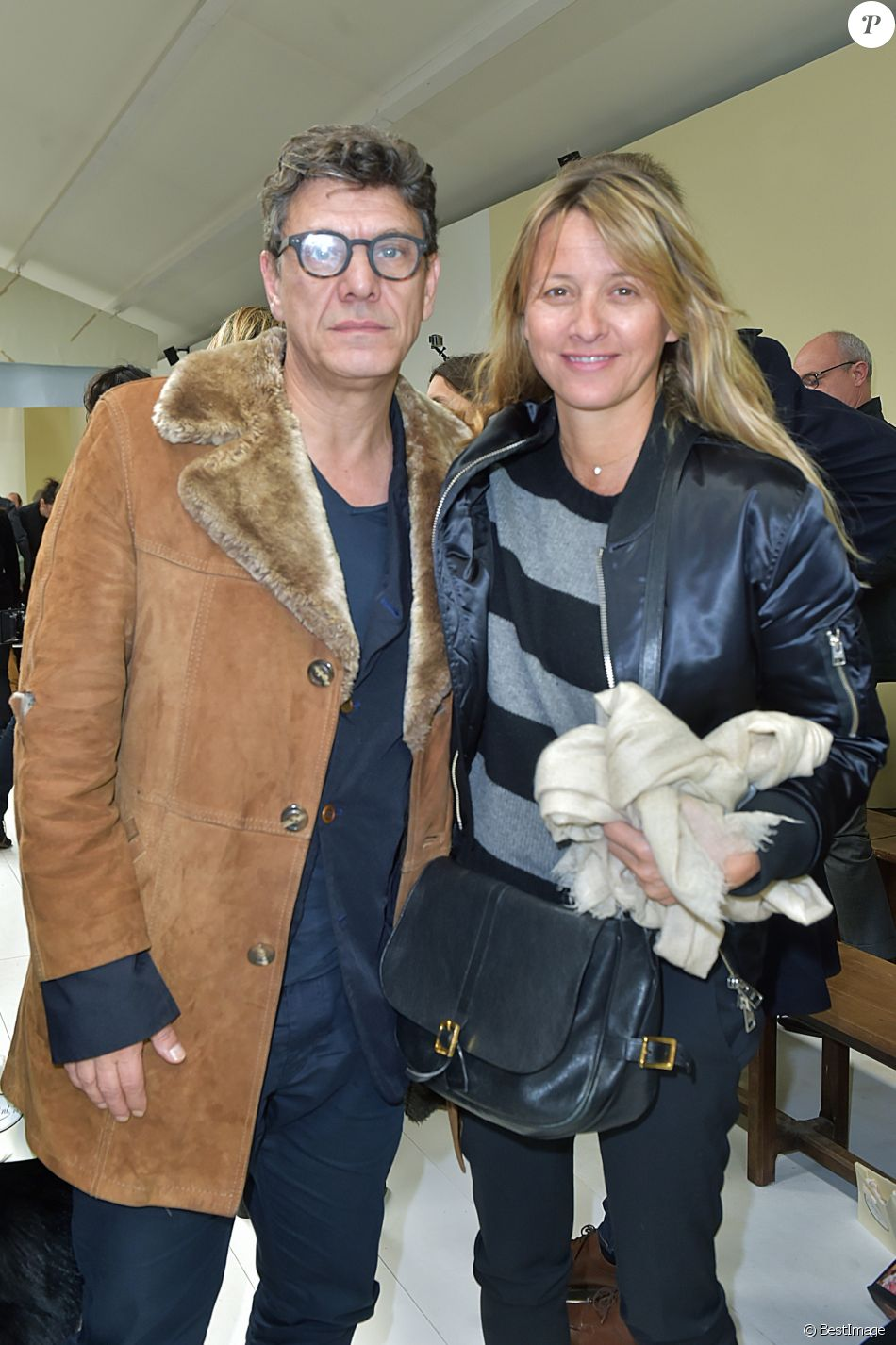marc lavoine et sa femme sarah lavoine people au d fil de mode de la collection hiver 2018. Black Bedroom Furniture Sets. Home Design Ideas