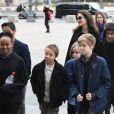 Angelina Jolie et ses enfants Maddox, Pax, Zahara, Shiloh, Knox et Vivienne vont visiter le musée du Louvre à Paris le 30 janvier 2018.