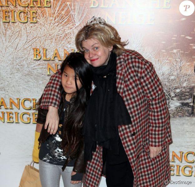 Isabelle Nanty et sa fille Tallulah lors de l'avant-première du film Blanche Neige à Paris au Gaumont Capucines le 31 mars 2012