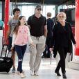 Exclusif - Hugh Jackman arrive avec sa femme Debbie-Lee Furness et leurs enfants Ava et Oscar, à l'aéroport de Sydney. Australie, le 17 août 2016.