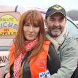 Bruno Solo et sa femme Véronique Clochepin lors de la présentation du Rallye Aïcha des Gazelles du Maroc 2013 sur la place du Trocadéro à Paris le 16 mars 2013