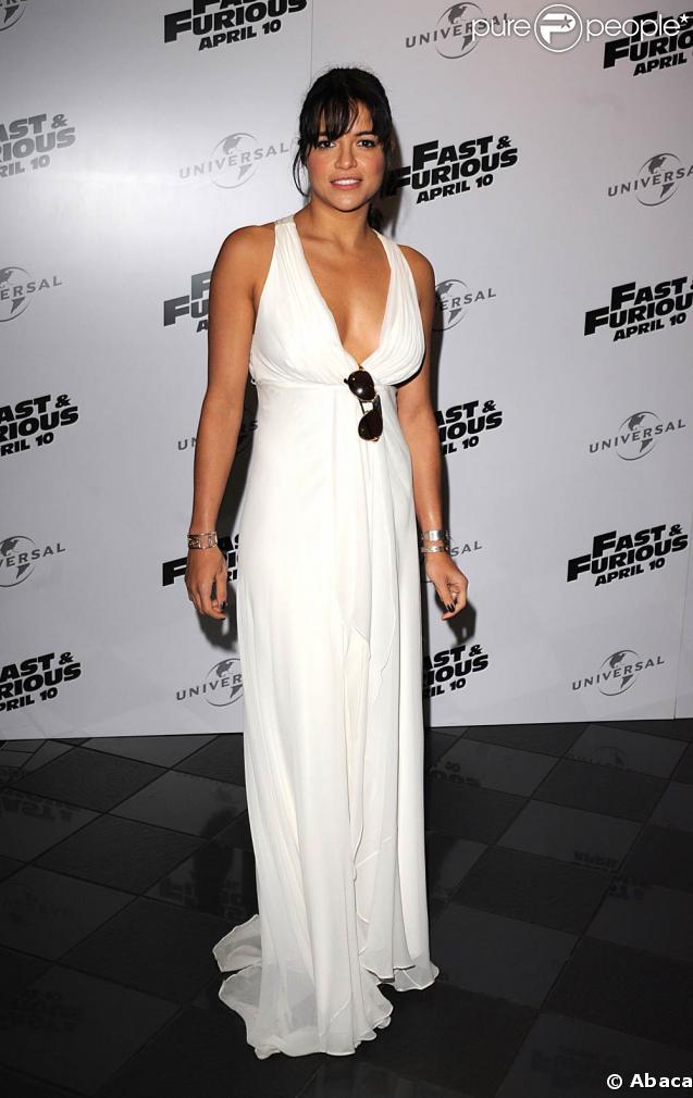 """La jolie Michelle Rodriguez, lors de l'avant-première de """"Fast and Furious 4"""", au VUE Cinema de Leicester Square, à Londres, le 19 mars 2009."""
