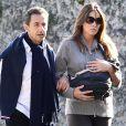Nicolas Sarkozy et Carla Bruni avec leur fille Giulia en promenade à la Lanterne le 31 octobre 2011
