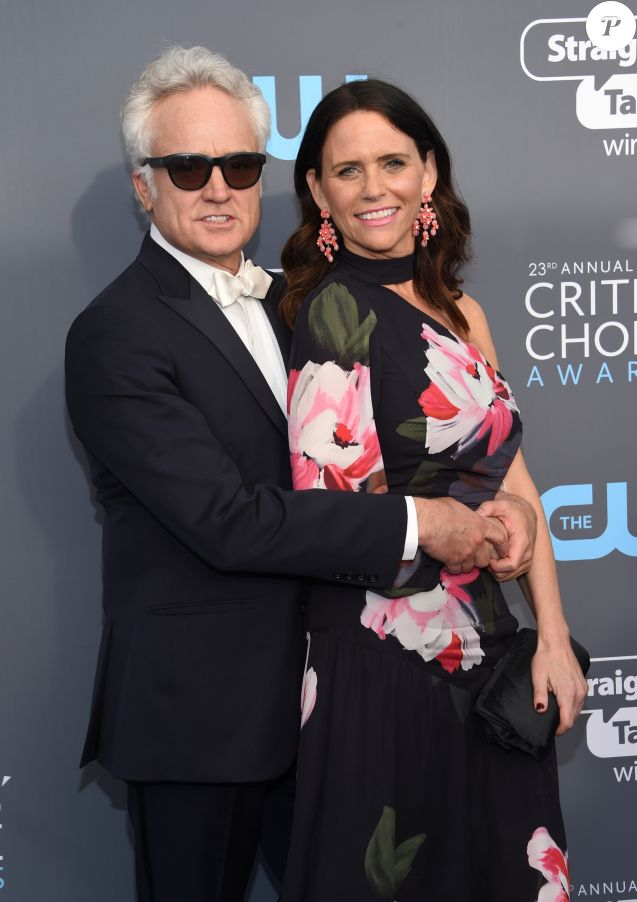 Amy Landecker et son compagnon Bradley Whitford lors des 23e Critics' Choice Awards au Barker Hangar à Los Angeles, le 11 janvier 2018. © Chris Delmas/Bestimage