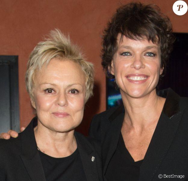 """Muriel Robin avec sa femme Anne Le Nen lors de la représentation du spectacle """"Alex Lutz"""" à l'Olympia à Paris, le 8 février 2018. © Guirec Coadic/Bestimage"""