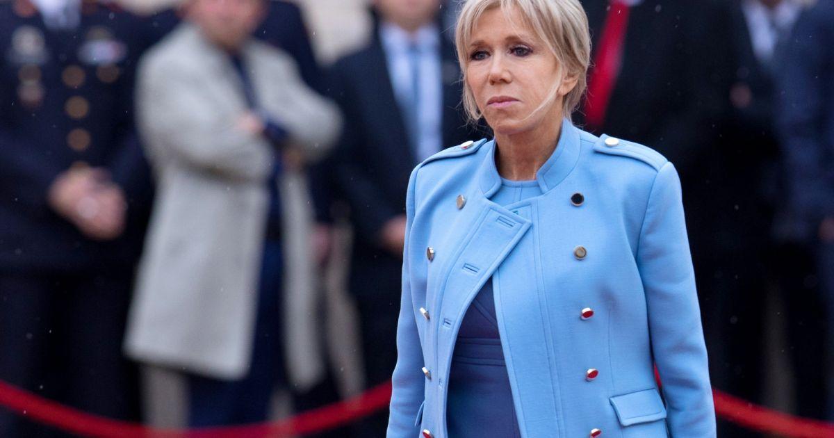 Brigitte macron robe bleue lavande qui lui est pr t e for Code de robe de mariage de palais de justice