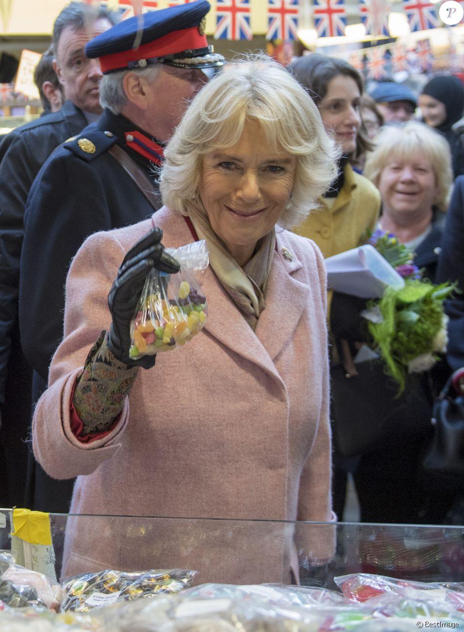 Camilla Parker Bowles sur un marché en visite à Halifax le 16 février 2018
