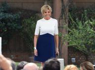 Brigitte Macron à l'écoute et bienveillante, superbe dans sa robe graphique