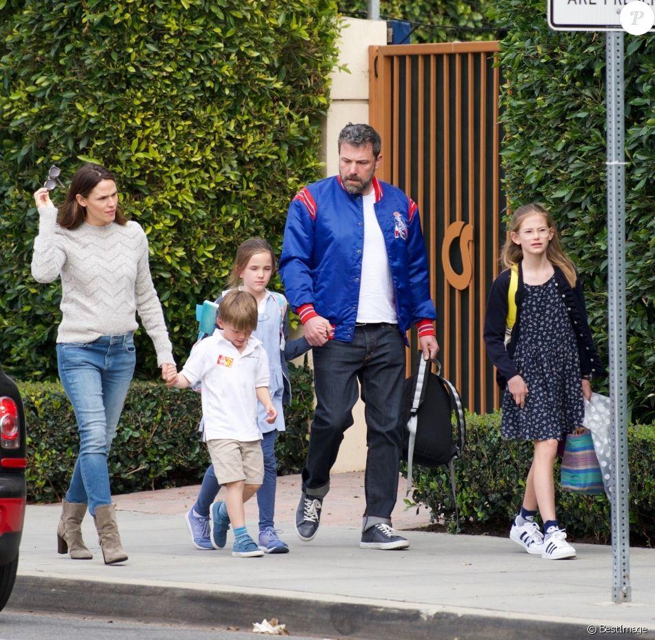 Jennifer Garner et Ben Affleck sont allés chercher leurs enfants Violet, Seraphina et Samuel à la sortie de l'école à Brentwood, le 7 mars 2018