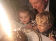 Albert de Monaco, ses jumeaux sur les genoux, souffle ses 60 bougies