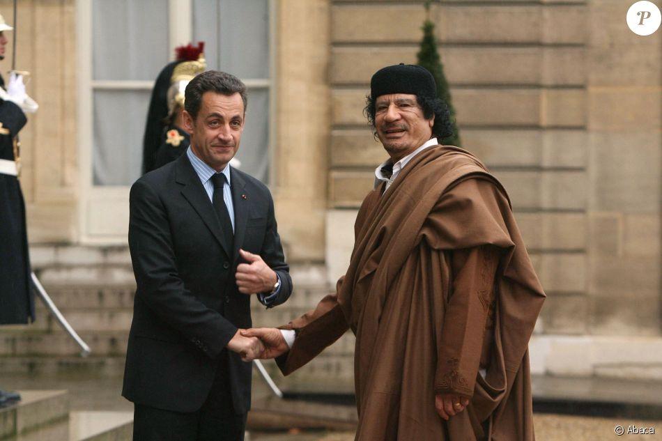 Nicolas Sarkozy reçoit le colonel Kadhafi à Paris, le 10 décembre 2007
