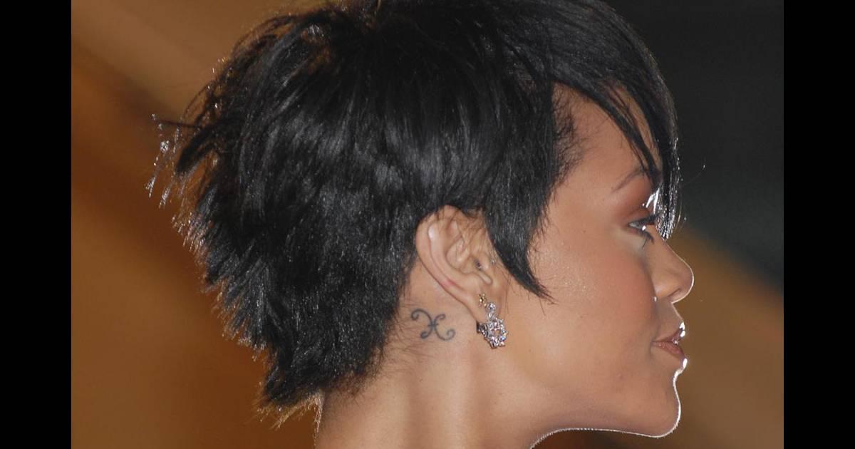 rihanna et son tatouage discret derrière l'oreille - purepeople