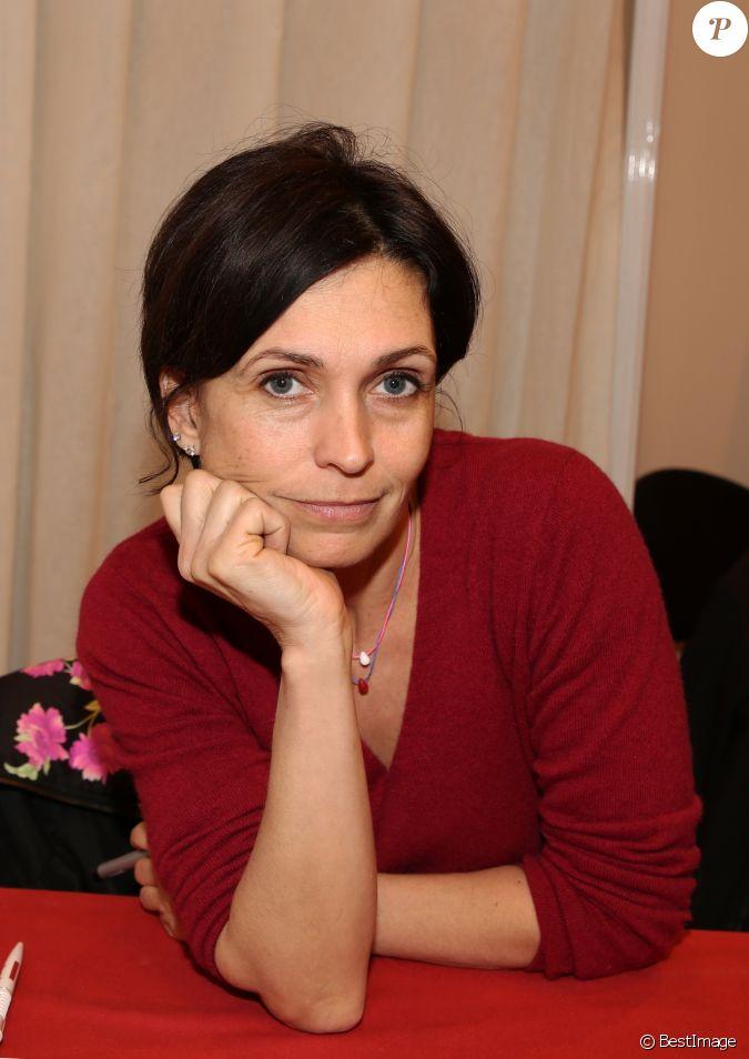 Adeline blondieau lors du salon du livre de paris le 17 for Salon du divorce