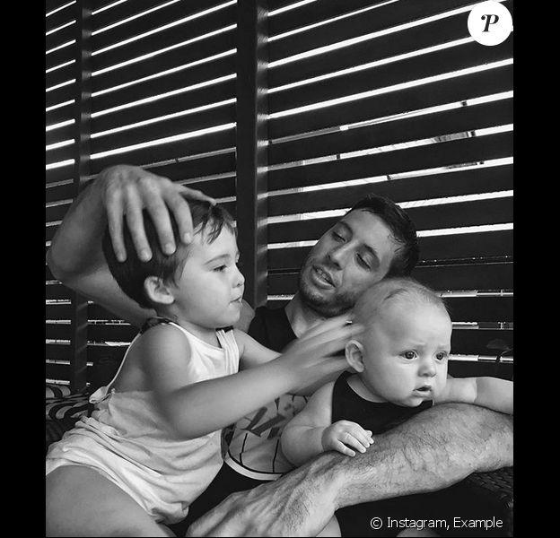 Example et ses fils Evander et Ennio. 2018.