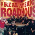 Johnny Hallyday et sa bande, dont Pierre Billon, en plein road trip à travers les Etats-Unis - Pause lunch à la Louisiane, il y a une semaine, le 16 septembre 2016.