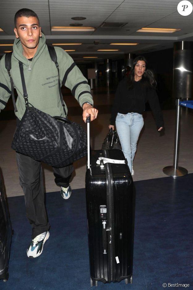 Kourtney Kardashian et son compagnon Younes Bendjima arrivent à l'aéroport de LAX à Los Angeles en provenance de Mexico, le 23 janvier 2018