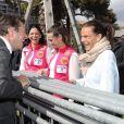 Christian Estrosi, le maire de Nice, salue la princesse Stéphanie de Monaco, Pauline Ducruet et Schanel Bakkouche lors du départ du 28e Rallye Aïcha des Gazelles du Maroc sur la Promenade des Anglais à Nice le 17 mars 2018.