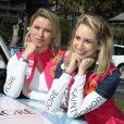 Kiera Chaplin et Jazmin Grace Grimaldi, engagées dans la catégorie E-Gazelles, lors du départ du 28e Rallye Aïcha des Gazelles du Maroc sur la Promenade des Anglais à Nice le 17 mars 2018.