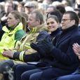 La princesse Victoria de Suède et son mari le prince Daniel assistaient le 7 avril 2018 à Stockholm dans le parc du Kungsträdgarden à un concert commémoratif en hommage aux victimes de l'attentat au camion-bélier perpétré un an plus tôt, le 7 avril 2017, dans la rue piétonne Drottninggatan.
