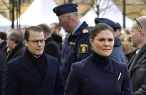 Victoria de Suède en larmes, un an après l'attentat au camion-bélier à Stockholm