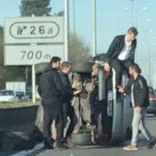 Arnaud Montebourg : Sa voiture renversée sur l'A63, il s'extirpe l'air de rien