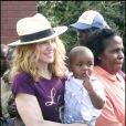 Madonna et David Banda au Malawi en avril 2007