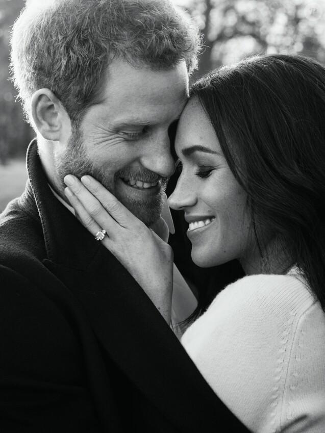 """Le prince Harry et Meghan Markle """"délicieusement amoureux"""", photographiés le 21 décembre 2017 à Frogmore House, à Windsor, à l'occasion de leurs fiançailles par Alexi Lubomirski. ©Alexi Lubomirski/PA Wire/ABACAPRESS.COM"""