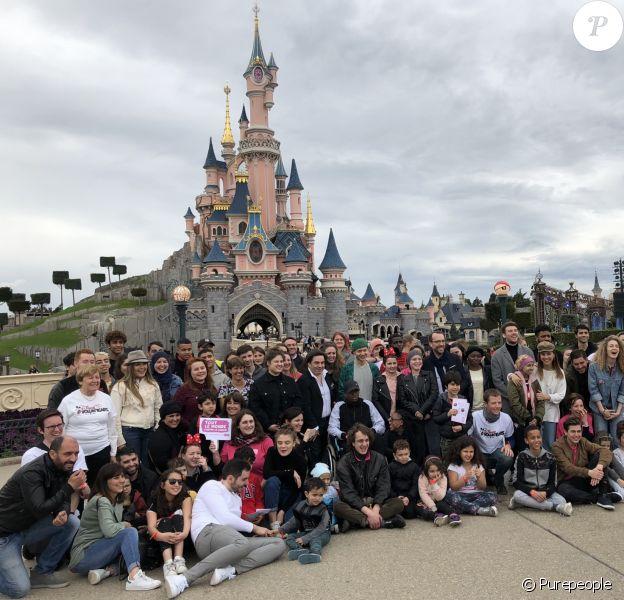 """Les Talents de """"The Voice 7"""" à Disneyland Paris, le 15 avril 2018 avec les enfants de l'association """"Tout le monde contre le cancer""""."""