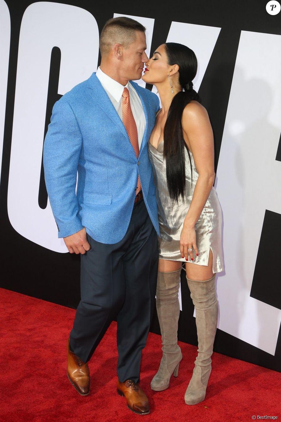 """John Cena et sa fiancée Nikki Bella - Avant-première du film """"Blockers"""" au Regency Village Theatre à Westwood, le 3 avril 2018."""