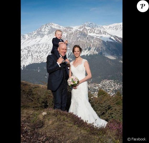 Didier Cuche le jour de son mariage avec Manuela Fanconi, avec son fils Noé. Facebook, le 1er avril 2017.