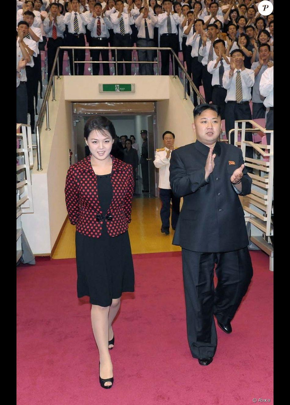 Le président nord-coréen Kim Jong-un et son épouse Ri Sol-ju lors d'une apparition à Pyongyang, le 31 juillet 2012.