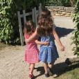 Marc-Olivier Fogiel poste un cliché de ses filles, Mila (5 ans) et Lily (3 ans) à l'époque. Mai 2016.