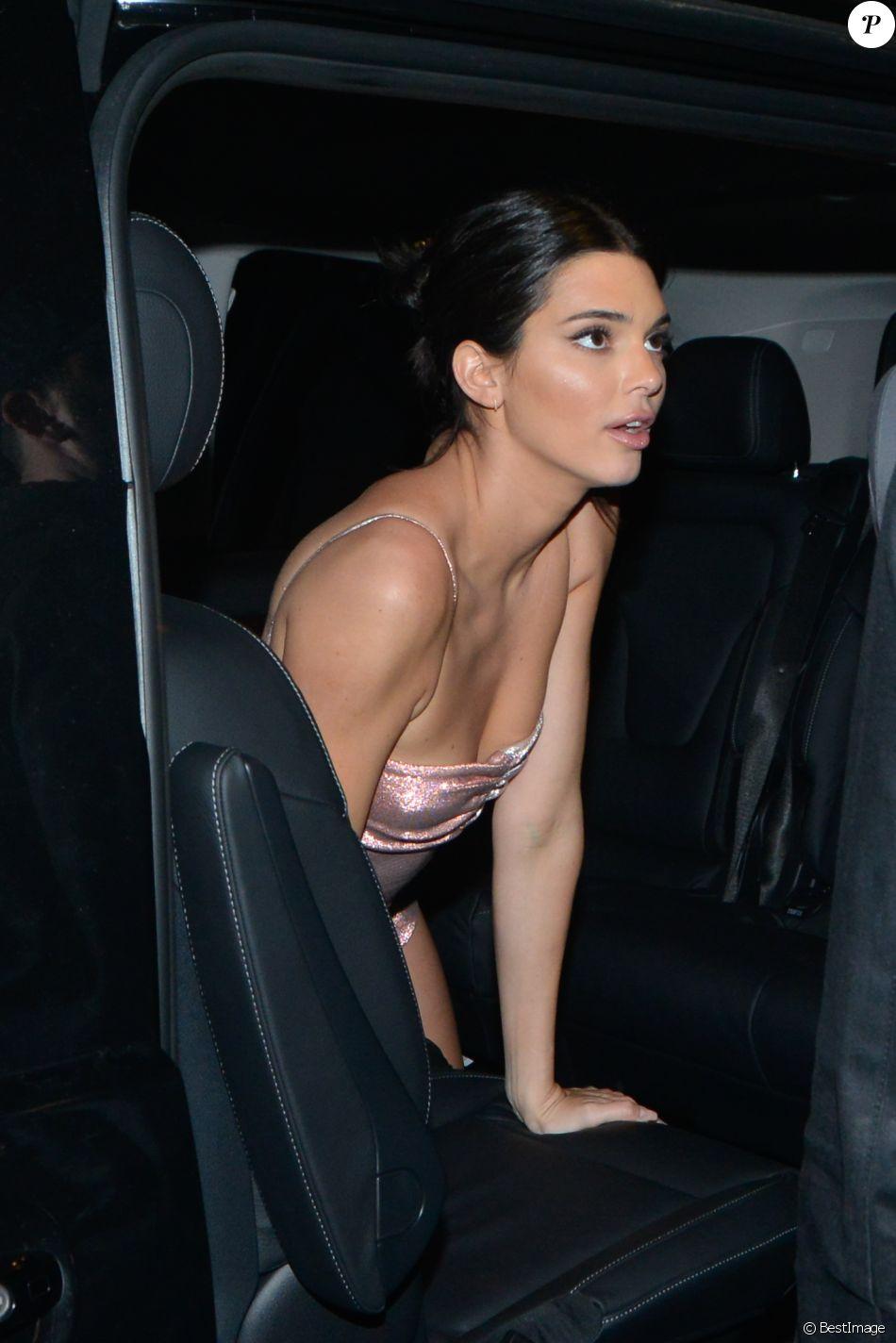 """Kendall Jenner à la sortie de la soirée du film """"Le monde est à toi"""" sur la plage Magnum lors du 71ème Festival International du Film de Cannes, le 12 mai 2018."""