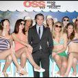 """Jean Dujardin très bien entouré, lors de la soirée """"OSS 117"""", avec avant-première du film au Gaumont Opéra, puis fête au VIP Room Theatre, le 7 avril 2009 !"""
