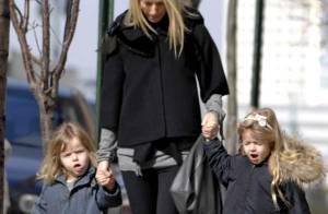 Gwyneth Paltrow, Chris Martin et leurs enfants quittent Londres pour Los Angeles avec un dinosaure dans leurs valises !