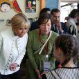La première dame Brigitte Macron (Trogneux) visite avec Pierre-Olivier Costa, directeur de cabinet, le cirque Upsala à Saint-Pétersbourg, Russie, le 25 mai 2018. © Dominique Jacovides/Bestimage