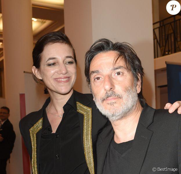 Yvan Attal et sa compagne Charlotte Gainsbourg - 30ème cérémonie des Molières 2018 à la salle Pleyel à Paris, France, le 29 mai 2018. © Coadic Guirec/Bestimage