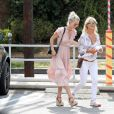 Semi-Exclusif - Laeticia Hallyday et Isabelle Camus arrivent au Little Beach House de Malibu, le 26 mai 2018.