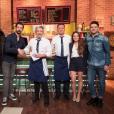 """Alexandre Astier, Monsieur Poulpe et Alain CHabat dans les coulisses de """"Burger Quiz"""" le 27 mai 2018."""
