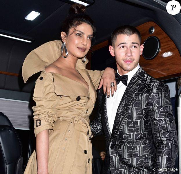 """Priyanka Chopra et Nick Jonas (habillés en Ralph Lauren) à la sortie de l'hôtel Carlyle MET 2017 Costume Institute Gala sur le thème de """"Rei Kawakubo/Comme des Garçons: Art Of The In-Between"""" à New York, le 1er mai 2017."""