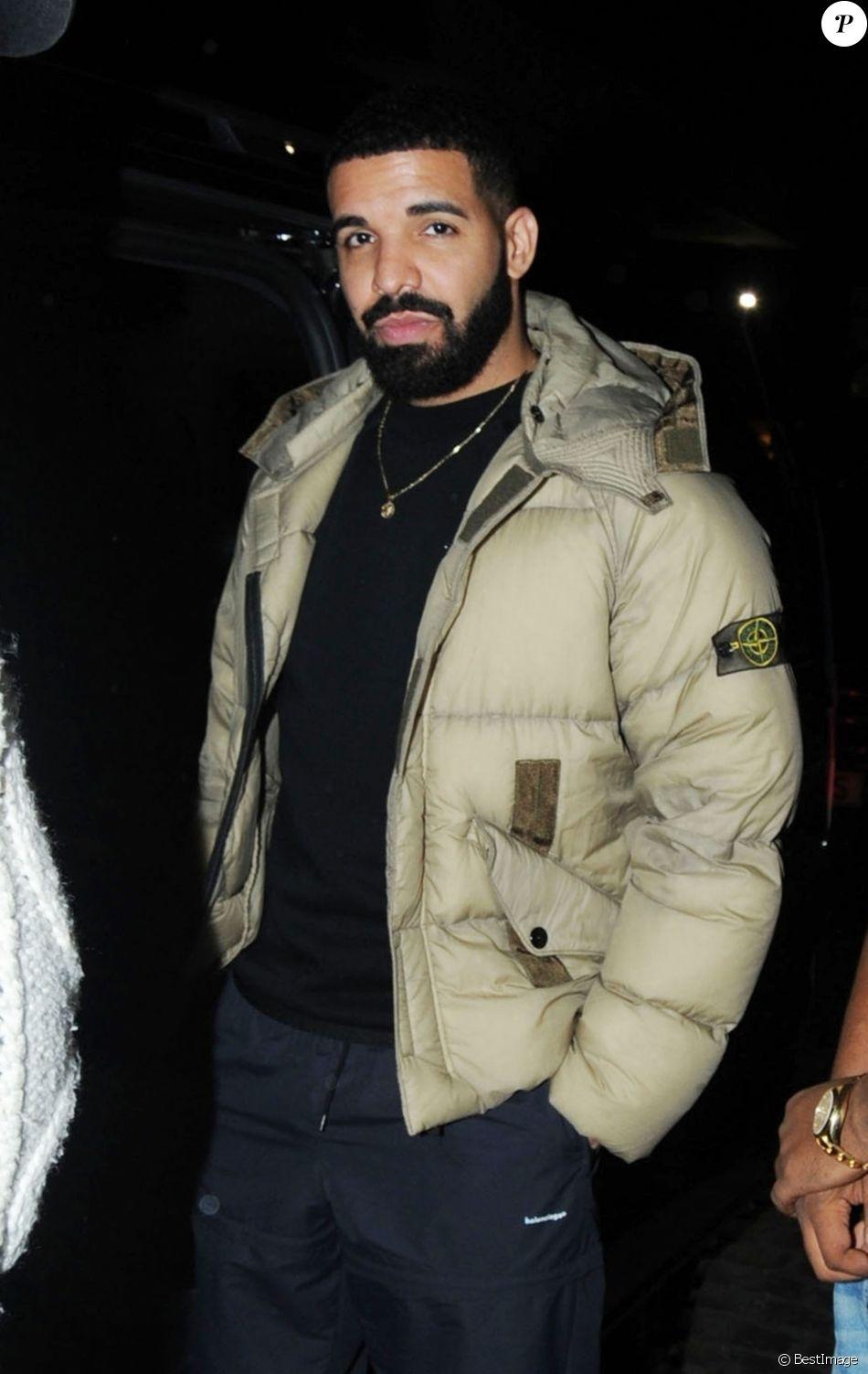 Exclusif - Le rappeur Drake à la sortie du restaurant Chiltern Firehouse avec des amis à Londres, le 15 avril 2018.
