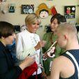 """La première dame Brigitte Macron visite le cirque Upsala à Saint-Pétersbourg, Russie, le 25 mai 2018. Le cirque Upsala a vu le jour en 2000. Ce n'est pas un cirque traditionnel mais un projet social – les professionnels du cirque y travaillent avec des enfants à risque, des enfants issus de familles démunies, des orphelins et des handicapés. Son objectif est d'offrir une alternative digne à la vie de """"voyou"""". Le couple présidentiel français est en visite officielle dans la Fédération de Russie les 24 et 25 mai 2018. © Dominique Jacovides/Bestimage"""
