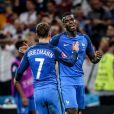 """Antoine Griezmann et Paul Pogba lors de la demi-finale de l'Euro 2016 """"France - Allemagne"""" au stade Vélodrome à Marseille, le 7 juillet 2016. © Cyril Moreau/Bestimage"""