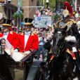 Le prince Harry, duc de Sussex, et Meghan Markle, duchesse de Sussex, lors de la procession en landau le jour de leur mariage le 19 mai 2018 à Windsor