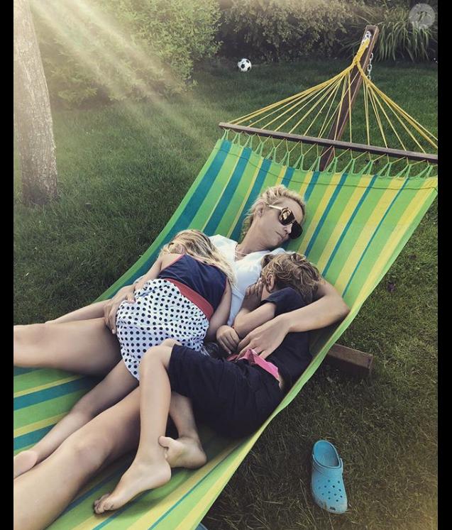 Elodie Gossuin et ses jumeaux Jules et Rose, le 3 juin 2018.