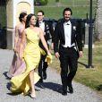 La princesse Sofia et le prince Carl Philip de Suède à leur arrivée lors du mariage de Louise Gottlieb et Gustav Thott à Hölö au sud de Stockholm le 2 juin 2018.