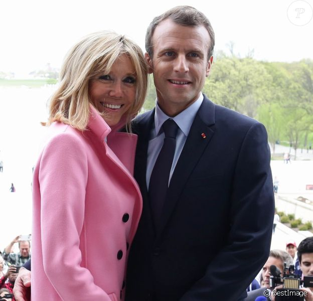 Brigitte et Emmanuel Macron visitent le Mémorial de Lincoln à Washington, le 23 avril 2018. © Stéphane Lemouton/Bestimage